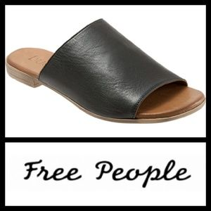 FREE PEOPLE Bueno Shore Thing Slides 40
